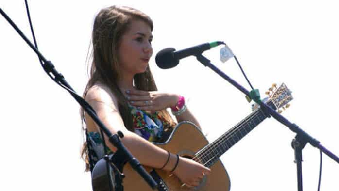 Teen artist Hayley Reardon gives folk concert at ArtisTree